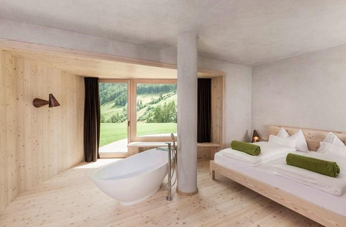 Freistehende Badewannen: Hotel Bühelwirt, Badewanne in großräumiger Suite