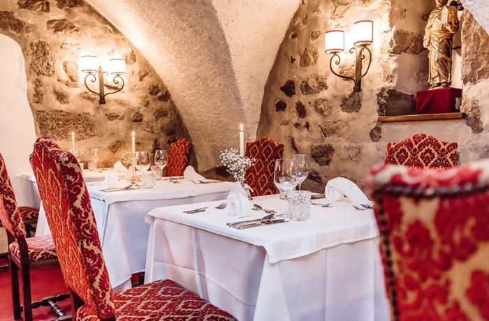Silvester-Essen: Historische Atmosphäre im Hotel Castel Rundegg