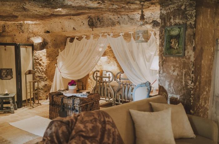 Romantische Hotelzimmer: Übernachten in der urigen Höhlenwohnung? Das ist in der Masseria Montenapoleone möglich.