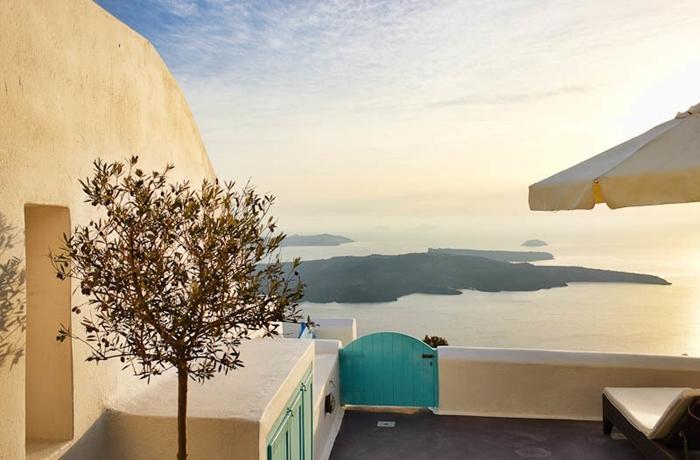 Unsere teuersten Hotels: Die Aussicht über die Bucht von Imerovigli ist einfach atemberaubend
