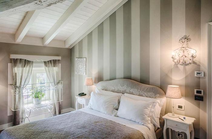 Romantische Hotelzimmer: Die Zimmer unter den hellen Dachbalken sind besonders gemütlich.