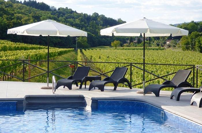 Hier genießt man die natürliche Umgebung am Besten: Am hoteleigenen Pool