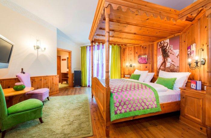 Hotelzimmer in Holz im eva,VILLAGE in Saalbach Hinterglemm