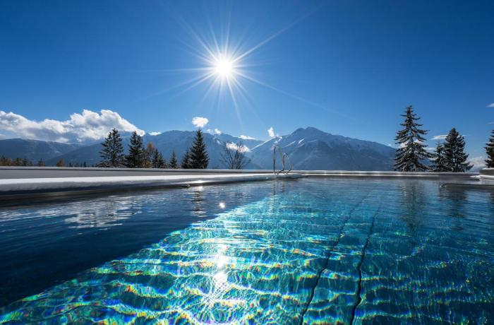 10 besten Wellnesshotels in Ihrer Nähe: Hotel NIDUM, Bild vom glitzernden Pool