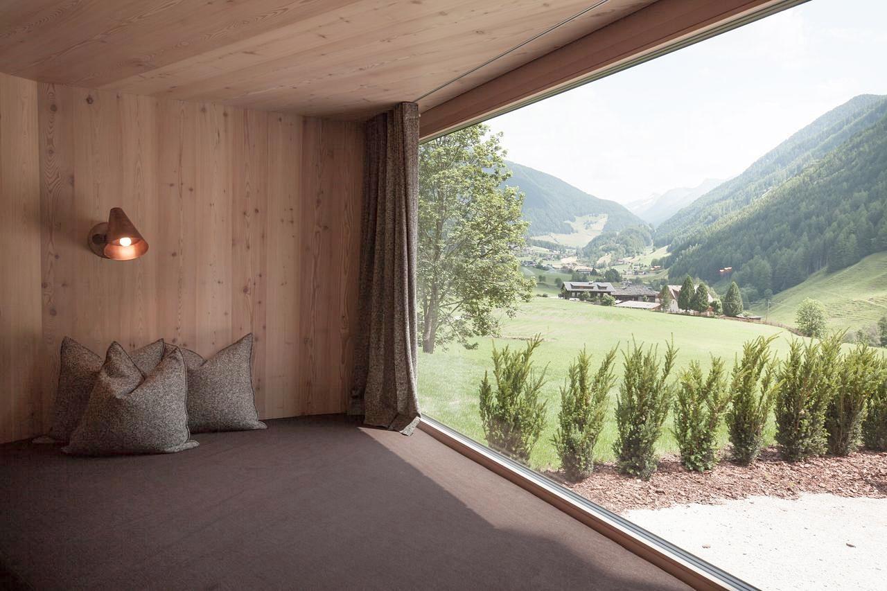 Da würden wir gerne liegen – auf den gemütlichen Fensterbänken im Hotel Bühelwirt