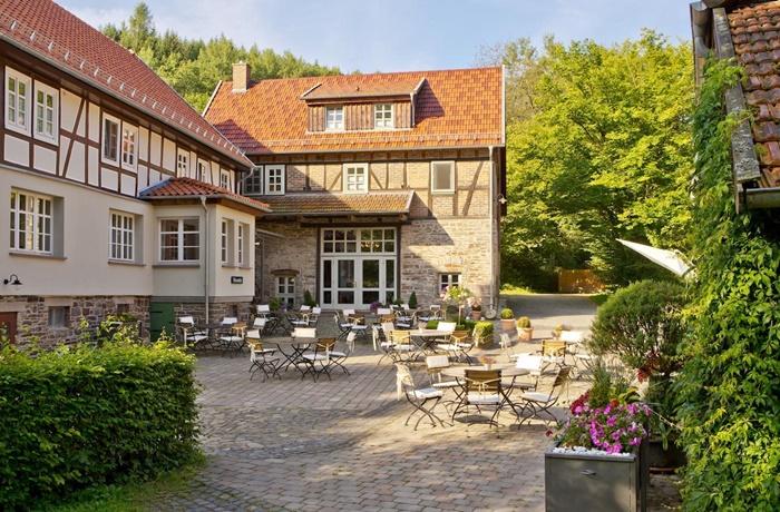 Urlaub über Ostern: Historisches Fachwerkhaus mit Restaurant im Innenhof, Romantik Hotel Landhaus Bärenmühle, Hessen