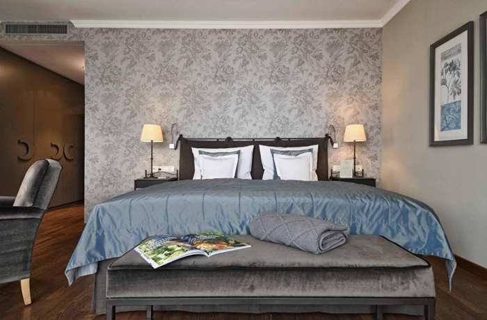 Die Zimmer und Suiten sind hell, großzügig geschnitten und extra gemütlich.