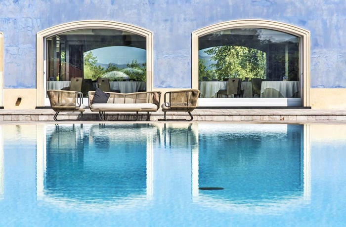 Urlaub auf Sizilien: Luxuriöser Pool im Hotel Villa Neri Resort & Spa, Linguaglossa