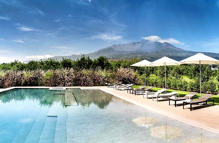 Urlaub auf Sizilien: Pool mit Blick auf den Vulkan Ätna im Ramo d'Aria Boutique Hotel