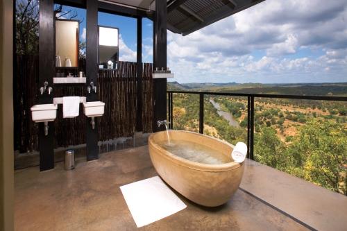 Hotelbilder top 20 badewannen escapio blog for Designhotel hubertus alpin lodge spa