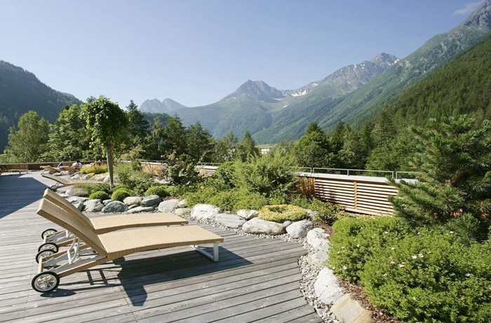 Frühlingspanorama im Naturhotel Waldklause in Tirol, Österreich