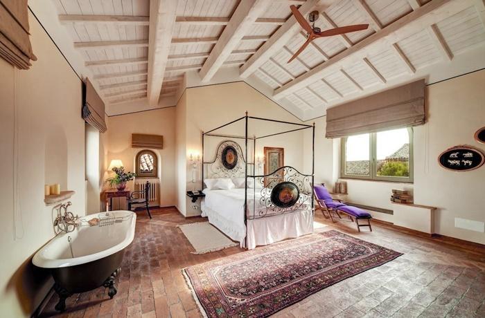 Freistehende Badewannen: Hotel Corte della Maestà. Diese Badewanne ist sogar preisgekrönt