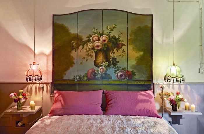 Romantische Hotelzimmer: Mit so vielen Blumen umringt, schläft es sich gleich besser