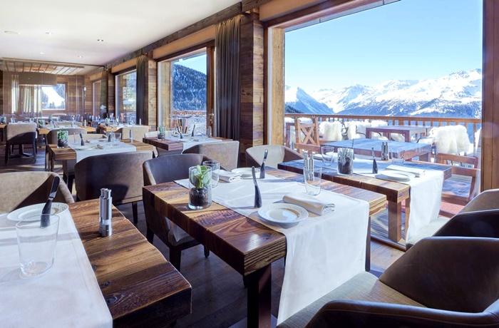 Einzigartige Skihotels: Panoramafensterblick vom Restaurant aus im Chandolin Boutique Hotel, Wallis, Schweiz