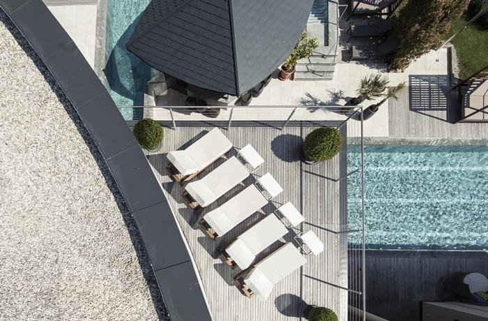 Sonnen Resort in Naturns: Der stylische Außenbereich des Sonnen Resort