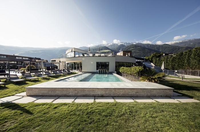 Sonnen Resort in Naturns: Weitläufig und abwechslungsreich: Das Resort punktet mit einer gepflegten Außenanlage