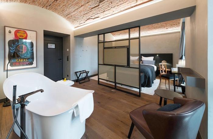 Freistehende Badewannen: Hotel Liberty, hier gibt es die Badewannen in vielen Zimmerkategorien