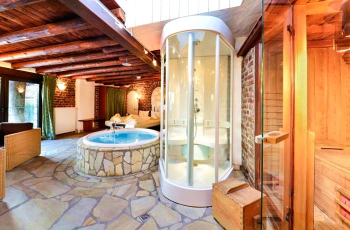 Winterurlaub Wandern & Wellness: Hotel Land Gut Höhne, Mettmann in Deutschland, historischer Gutshof mit Wellnessbereich und Pool, umgeben von Natur