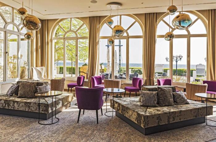 10 besten Wellnesshotels in Ihrer Nähe: SEETELHOTEL Strandhotel Atlantic, Innenbereich mit opulenten Möbeln