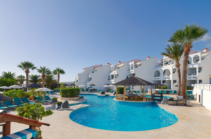 Sommerurlaub mit Pool & Strand: Regency Torviscas Apartments and Suites, Spanien, Wellnessbereich mit Pool, Restaurant