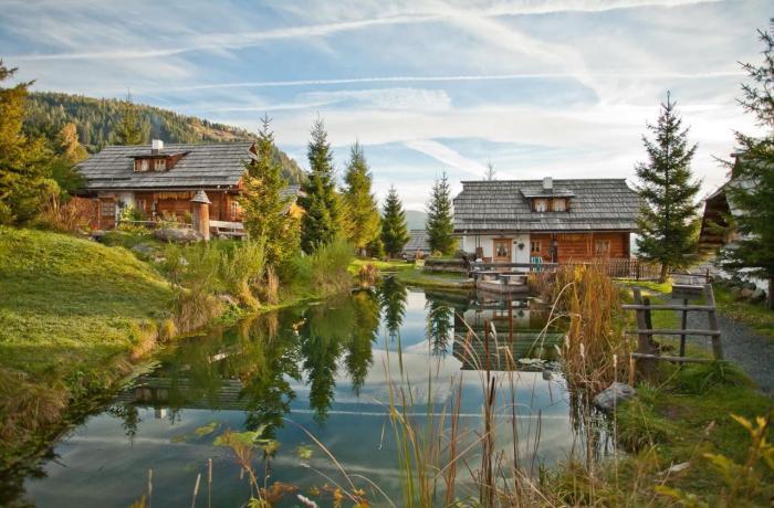 Wellnesshotels Österreich: Teich im Almdorf Seinerzeit in Patergassen