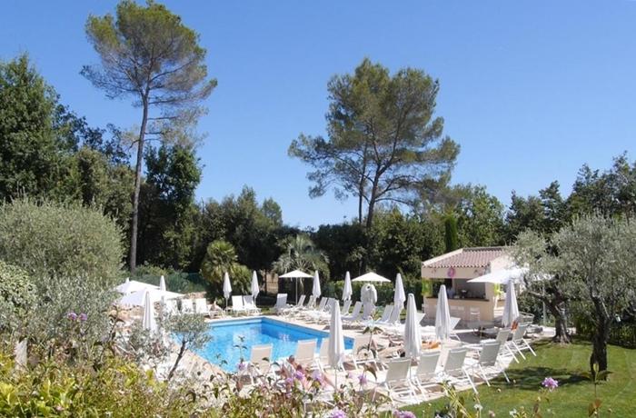 Der charmante Garten des Hotel La Vague de Saint Paul & Spa