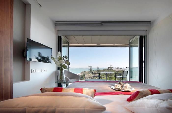 Modern und mit Meerblick: Ein Hotelzimmer im Parador de Cádiz