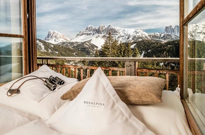Romantische Hotelzimmer: Der atemberaubende Bergblick aus dem Hotel Rosalpina.