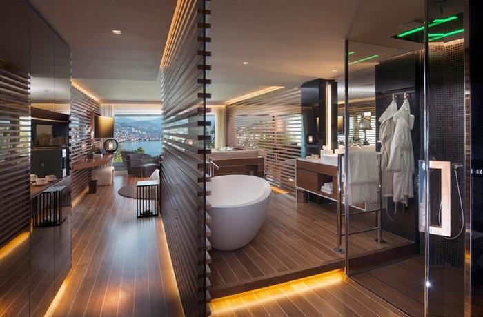Unsere teuersten Hotels: Hochmoderne Suite mit raumhohen Fenstern und Sicht auf den Luganer See