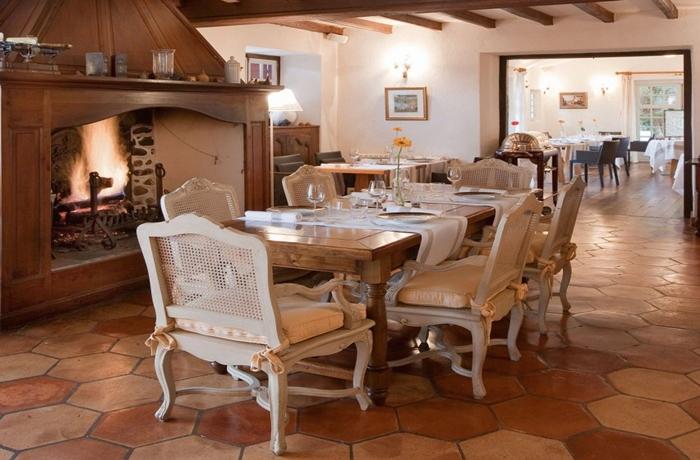 Silvester-Essen: Heimelige Atmosphäre mitten im wunderschönen Aquitanien in Frankreich