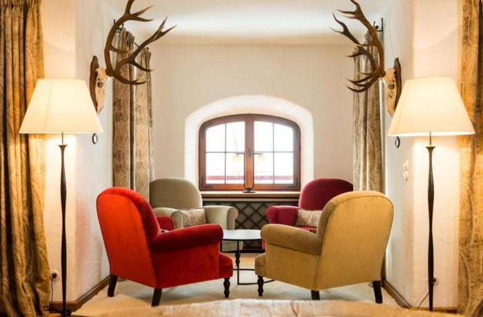 Wellnesshotels Österreich: Gemütliche Sitzecke im Schloss Prielau Hotel & Restaurant in Zell am See