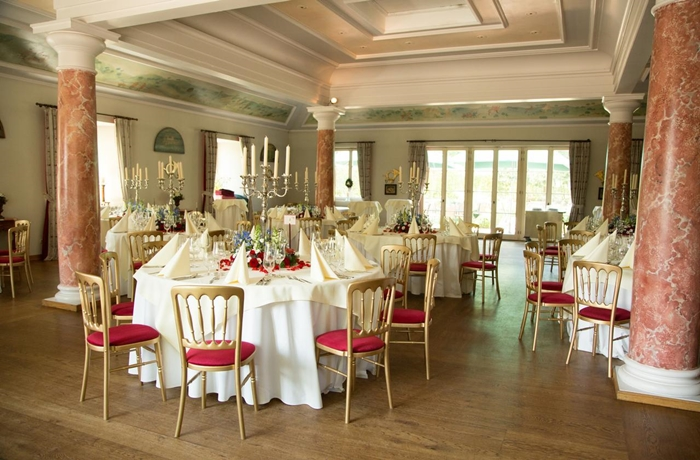 Silvester-Essen: Den eleganten Festsaal im Romantik Hotel Linslerhof kann man auch für private Feiern buchen