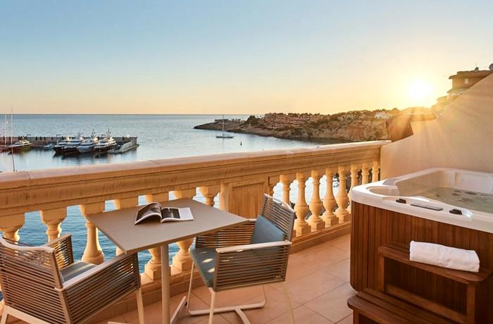Adults Only Hotel: Romantische Sonnenuntergang & Blick auf den Hafen: Pure Salt Port Adriano, Mallorca, Spanien