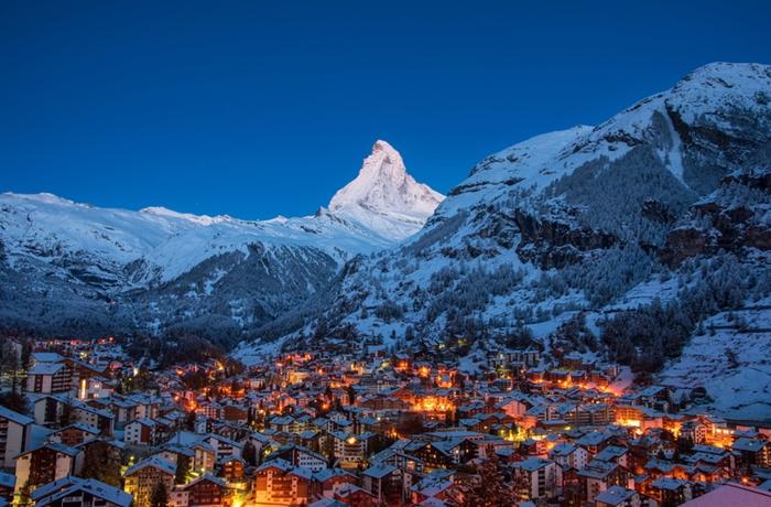 Das Matterhorn zählt zu den höchsten Bergen der Alpen. Die umliegenden Dörfer sind ein beliebtes Reiseziel.