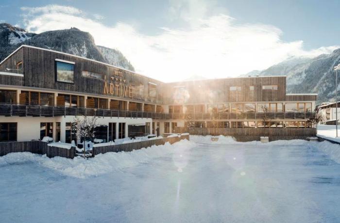 Blick auf das verschneite Active by Leitner´s Hotel.