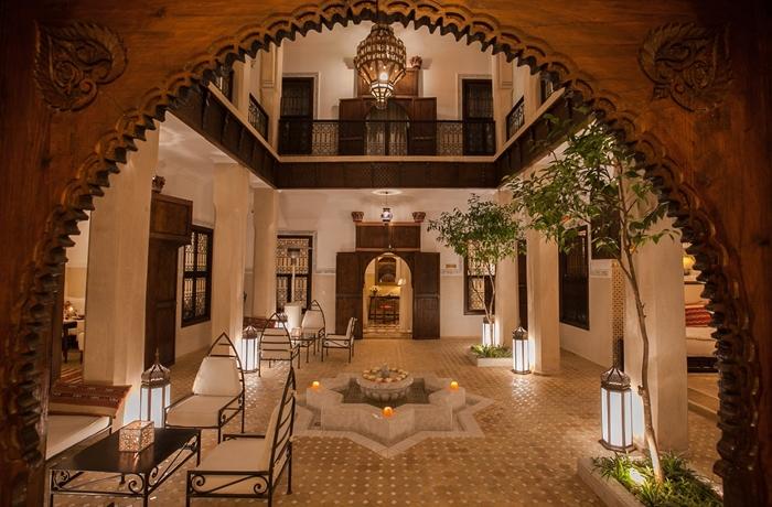 Typisch Marrakesch: Der Innenhof des Yoga Hotels ist traditionell gestaltet