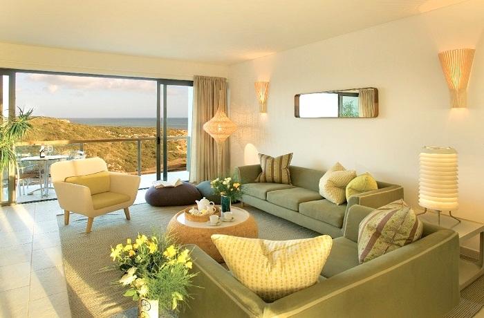 Badeurlaub: Zimmer mit Blick auf die Dünen vom Martinhal Sagres Beach Family Resort Hotel an der Algarve, Portugal