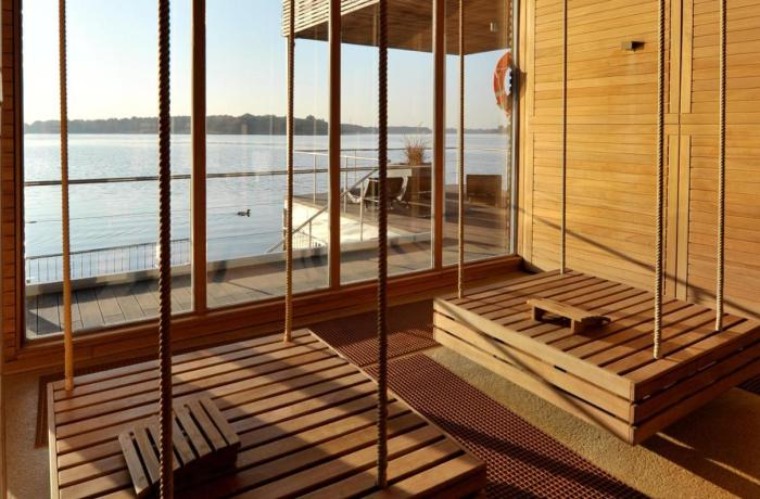 10 besten Wellnesshotels in Ihrer Nähe: Hotel Mark Brandenburg & Fontane Therme, Seesauna, Blick von Innen auf den See