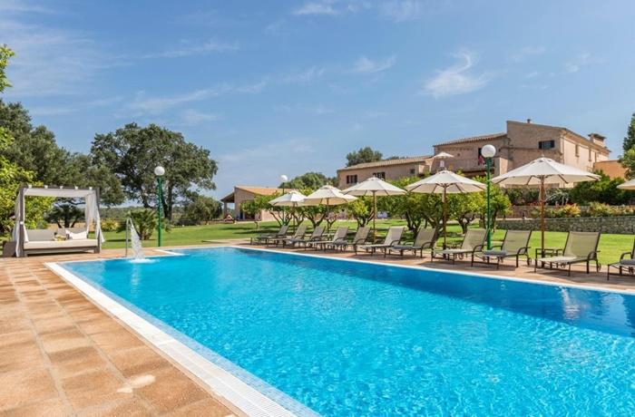 Erfrischende Pools findet man in den meisten Hotels der Insel.