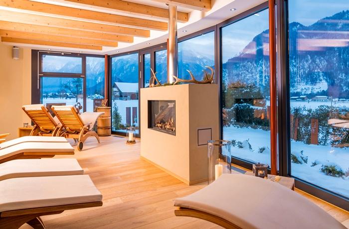 Wellnesshotels: SALZANO Hotel – Spa – Restaurant - Region Bern, Schweiz mit Ruheraum mit Panoramablick in Schneelandschaft