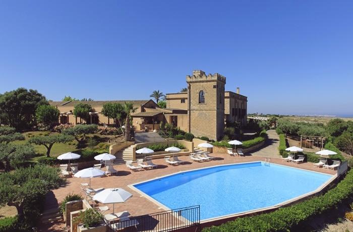 Sommerurlaub mit Pool & Strand: Hotel Baglio Oneto dei Principi di San Lorenzo - Luxury Wine Resort, Italien, Am Strand, mit Restaurant und Pool