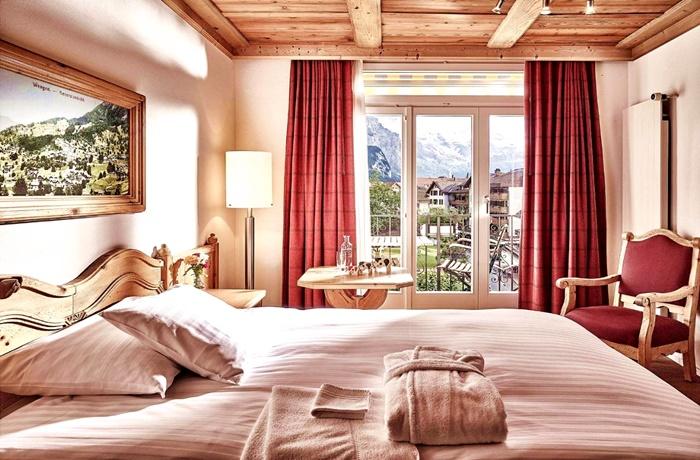 Einzigartige Skihotels: Hotelzimmer mit Aussicht im Romantik Hotel Schönegg, Bern, Schweiz