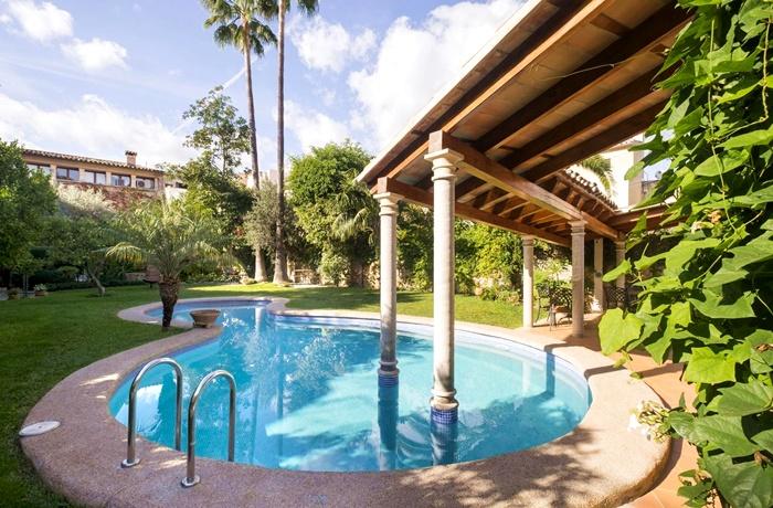 Hotels in Spanien: Son Sant Jordi, Pollenca, Romantisches Hotel, großer Hotelgarten mit Pool