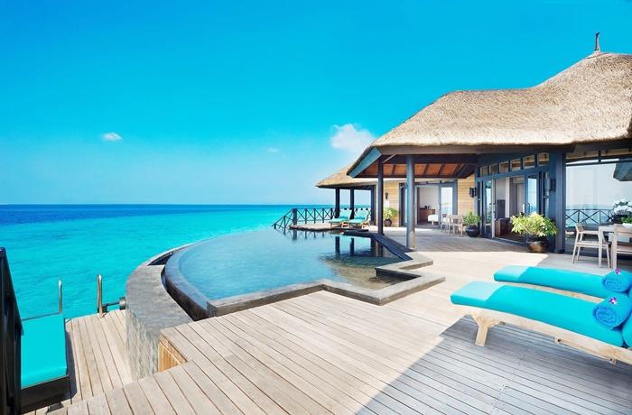 Luxushotels am Meer: Privativilla mit Pool und direktem Zugang zum Ozean im Hotel JA Manafaru, Malediven