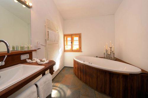 hotelbilder top 20 badewannen escapio blog. Black Bedroom Furniture Sets. Home Design Ideas