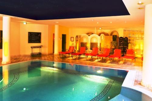 hotelbilder top 15 in orange escapio blog. Black Bedroom Furniture Sets. Home Design Ideas