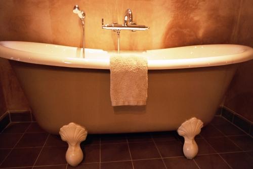 hotelbilder top 20 badewannen. Black Bedroom Furniture Sets. Home Design Ideas