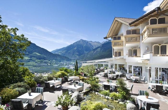 Das Hotel Sonnbichl verfügt über einen Logenplatz im Dorf Tirol
