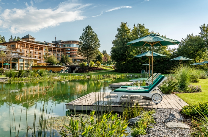 Sonnenalp Resort im Oberallgäu: Der traumhafte Naturbadeteich