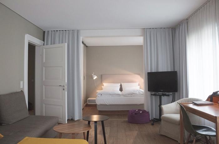 Hotelcheck im Hotel Wedina, Hamburg: Das Zimmer war wundervoll großzügig
